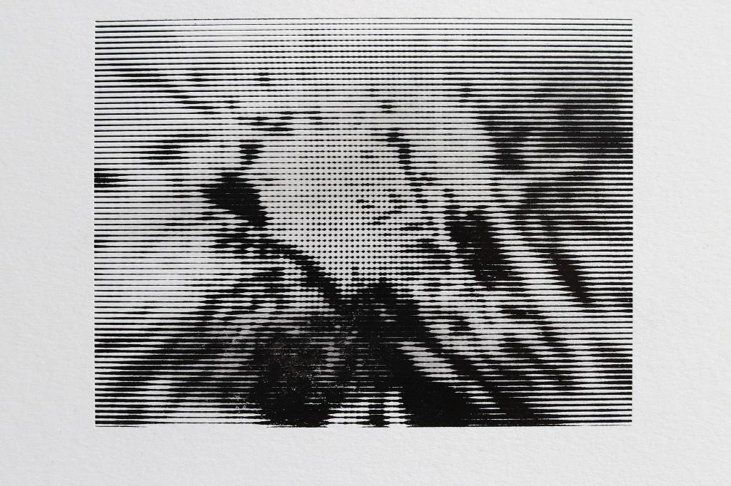 Esquisse / Paysage / Champ de bataille Taille / Trame / Moirage ― Création : Xavier Michel ► Studio : Au Chiffon d'Encre : /////// Design Imprimé & Graphique / Imprimerie d'art. ― Photogravure / Marquage à chaud Impression sur Platine typo Heidelberg TP. Papier Old Mill Bianco 350 g [Fedrigoni].